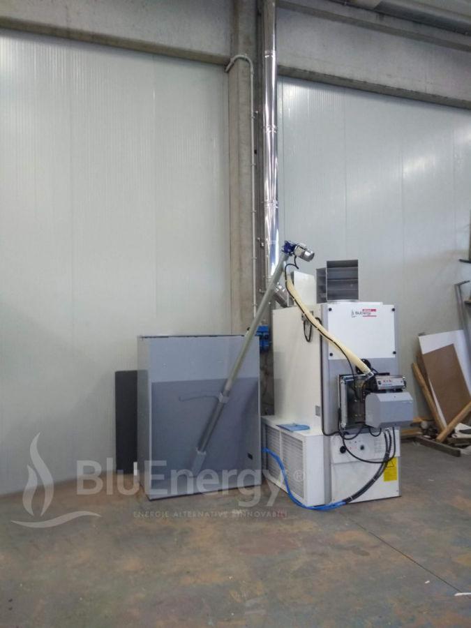 Generatore aria calda a pellet installato con serbatoio da 600kg