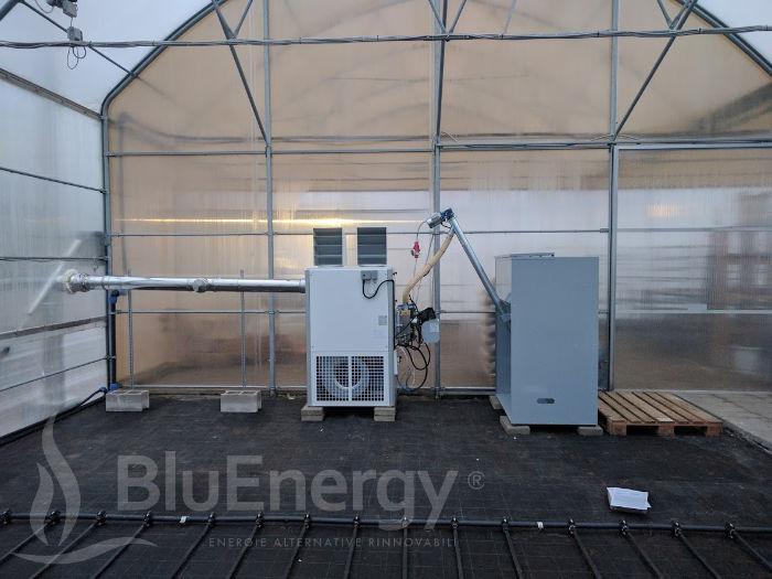 Generatore d'aria calda a pellet per riscaldamento serra coltivazione basilico